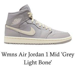 Air Jordan 1 Mid Women's high top sneakers